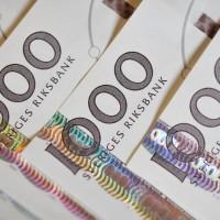 Allt mer valuta är under omsättning i Sverige, men stora delar av dessa tillgångar är egentligen lånade pengar från banker och kreditgivare